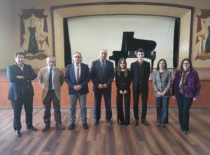 Alexandre Lutz, ganador del concurso de interpretación, junto a Estefanía Cereijo y el jurado